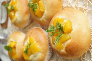 さわやかマンゴーヨーグルトパン
